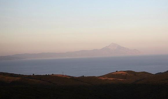 Вид Святой Горы с Ситонии (фото из автобуса)