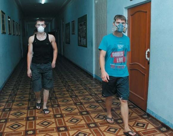 Студенты Выксунского духовного училища во время смога.