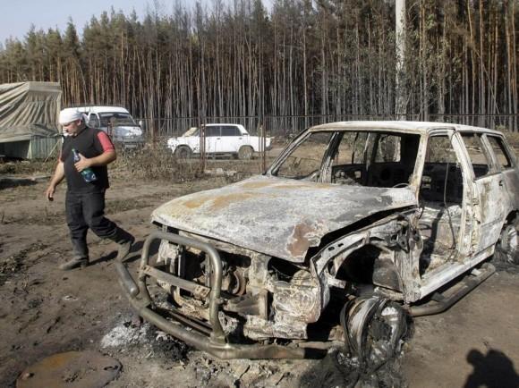 Во дворе сгоревшего дома в пригороде Воронежа