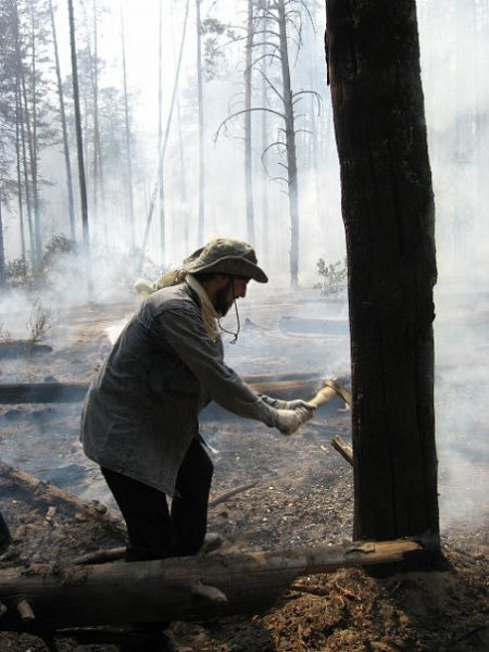 Отец Стефан на тушении пожара