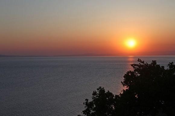 Закат нашего первого афонского дня.