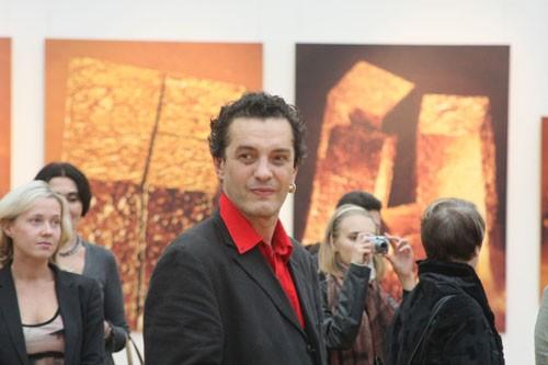 Автор выставки -- художник Гор Чахал