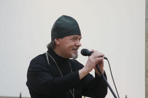 Иерей Борис Михайлов, профессиональный искусствовед выступил на открытии выставки.