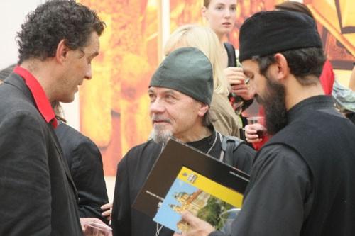 Сама выставка проходила в обстановке дружественного общения