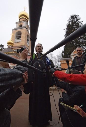Протоиерей Владимир Вигилянский делает официальное заявление о кончине Святейшего Патриарха Алексия 5 декабря 2008 г.
