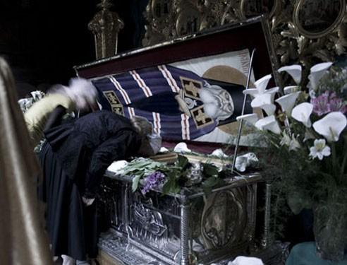 Архиепископ Лука был прославлен в 2000 году. Его мощи хранятся в Свято-Троицком соборе Симферополя в серебряной раке, подаренной греческими священниками