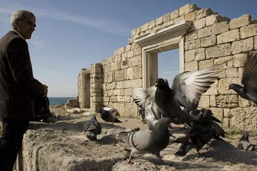 Развалины Херсонеса. Здесь соседствуют разные эпохи, на маленькой территории уместилась история в две тысячи лет