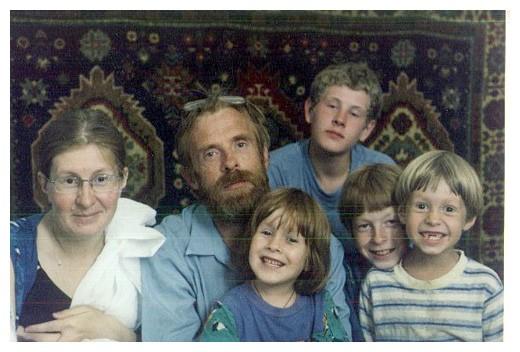 Анатолий Волков с семьей