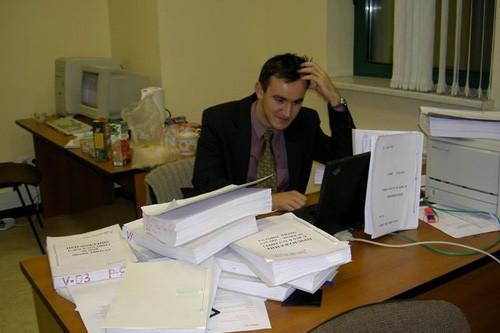 Работы очень много, приходится подолгу задерживаться, причем каждый день.