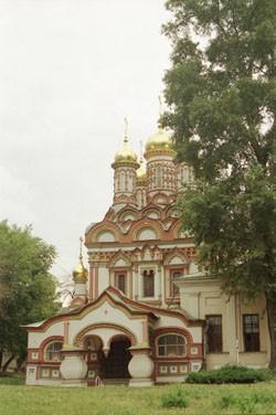 Церковь Николая Чудотворца на Берсеньевской набережной — классический пример московской архитектуры русского узорочья