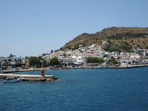 Патмос -- небольшой гористый островок в северной части архипелага, который греки называют островом Апокалипсиса