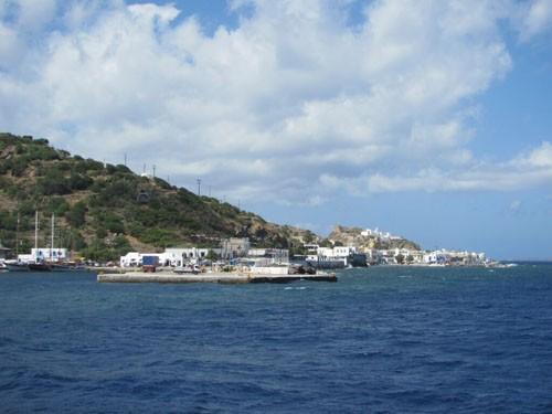Остров Нисирос, в древности он назывался Порфирис
