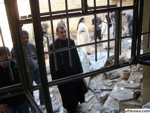 Возле церкви Мар Апрем после теракта. Г. Мосул, Ирак. Фото ankawa.com