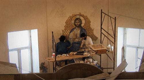Работа над мозаикой в алтаре храма в честь Живоначальной Троицы в Вишняковском переулке