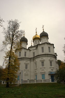 Церковь Казанской иконы Божией Матери — один из лучших образцов «нарышкинского» стиля в Москве. По преданию, на колокольню этого храма осенью 1812 года поднимался Наполеон