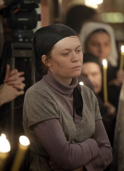 Юлия Сысоева на отпевании отца Даниила. Фото patriarhia.ru