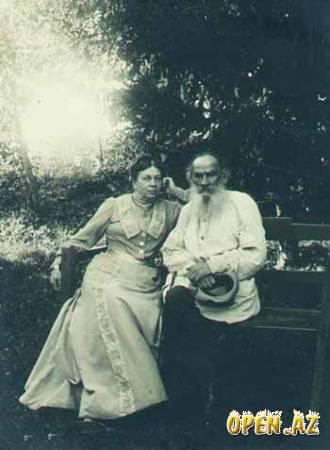 Л. Н. Толстой с супругой
