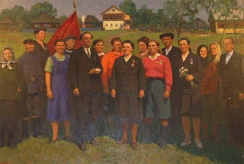 На этой картине в Прозоровском сельском клубе изображены местные передовики социалистического труда. Сейчас в прошлом остались не только передовики, но и сам труд: сырный и льнозавод, предприятия по переработке рыбы и мясо-молочной продукции закрыты. В постсоциалистическую эпоху рабочих мест на всех не хватает