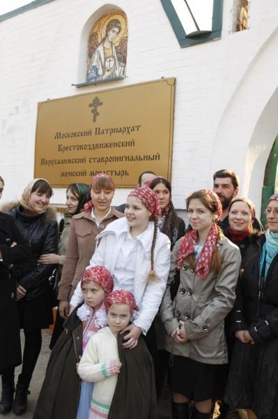 Учащиеся воскресной школы при монастыре