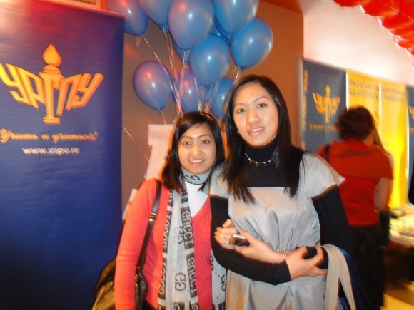 Флонг и Нэн: вьетнамские и тайские волонтёры и русские студентки