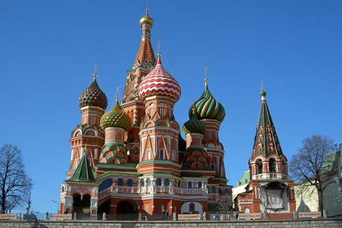 Если каждый день смотреть на храм Василия Блаженного в Москве, в конце концов обязательно придешь к вере.