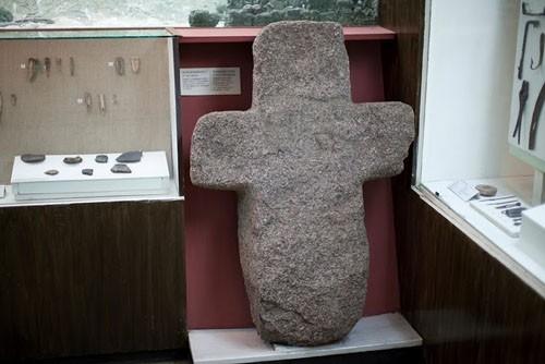Один из каменных крестов X в., найденных в окрестностях Полоцка