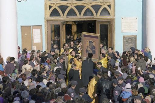 1993. Принесение Владимирской иконы на молебен