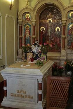 Мраморное надгробие св. блж. Ксении в часовне (мощи блж. Ксении находятся здесь же под спудом)
