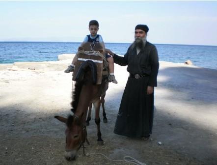 Маленький Иоанн на Афоне с духовным отцом