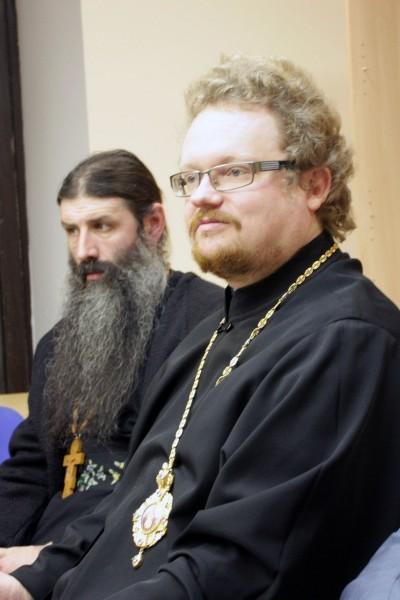 Справа - епископ Бронницкий Игнатий