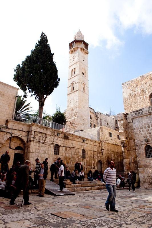 Двор храма Гроба Господня.