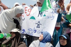 Братание мусульман и христиан на площади Тахрир