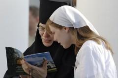 Должны ли монахини возжигать светильники, или снова о ритуальной нечистоте