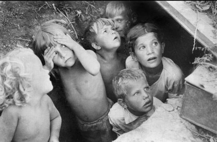 дети прячутся от налетов