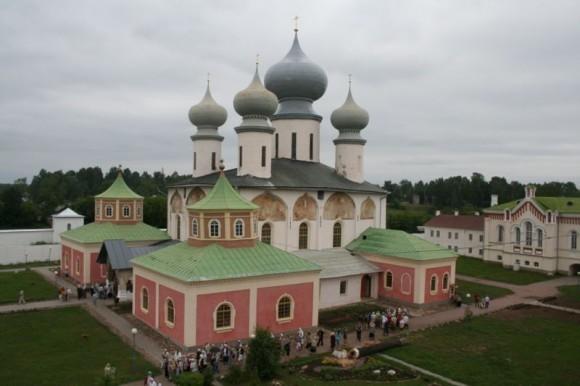 Тихвинская икона Божией Матери. Успенский собор Тихвинского монастыря