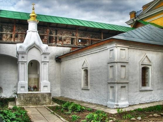 Часовня на месте погребения инокини Досифеи (княжны Таракановой) фото: http://www.temples.ru