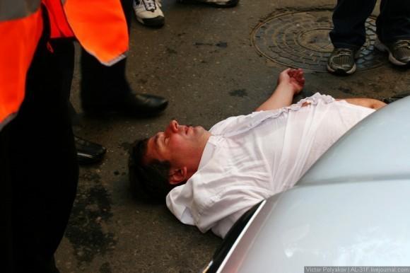 Анзори Хасия глава ТСЖ Вектор сказал, что на него распылили газ и упал.