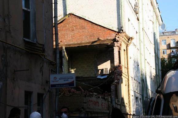 Почти снесенный дом. фото http://ridus-news.livejournal.com