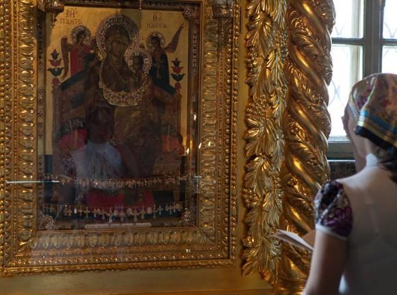 У иконы Всецарица. Фото Юлии Маковейчук
