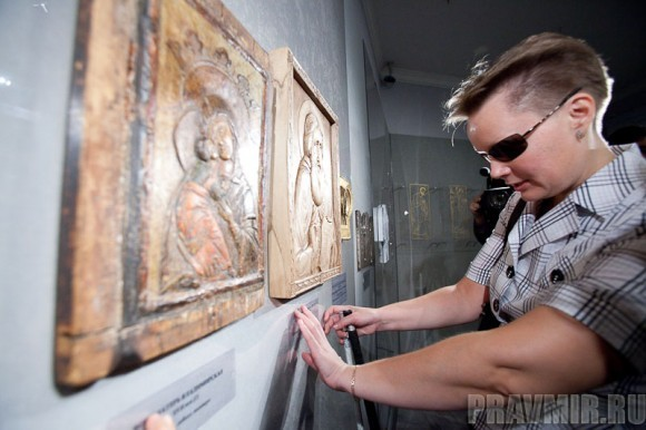 Иконы для слепых. Фото Юлии Маковейчук pravmir.ru (9)