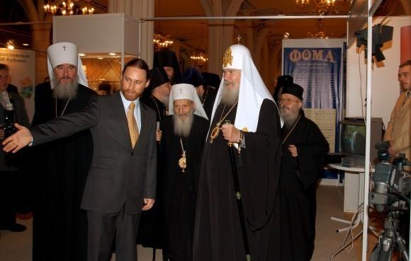 """Со Святейшим Патриархом Алексием и Патриархом Сербским Павлом на """"Вере и слове"""" в 2004 году"""