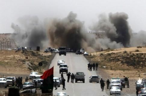 Авиация НАТО разбомбила военные склады в Ливии, фото AFP