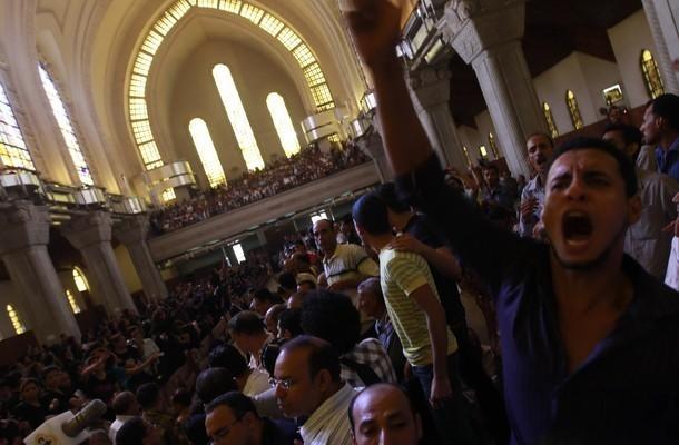 В коптском госпитале в Египте христиане оплакивали погибших родных