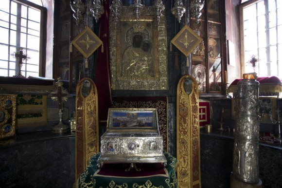 Мужчина с последней стадией рака исцелился после поклонения поясу Богородицы в Москве