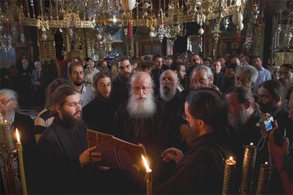 Знаменитые певцы из келлии святого Фомы на празднике Честного Пояса поют песнопение посвященное великой святыне