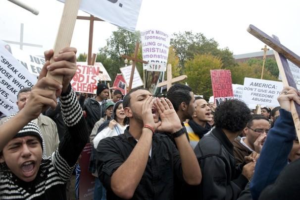 Коптские христиане провели акцию протеста против насилия в Египте перед Белым Домом