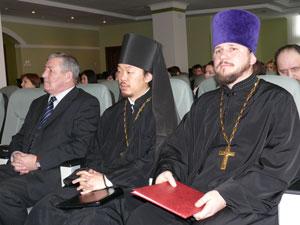 Игумен Феофан (Ким) - в центре.