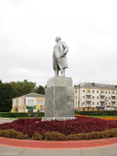 Памятник Ленину в центре Рославля