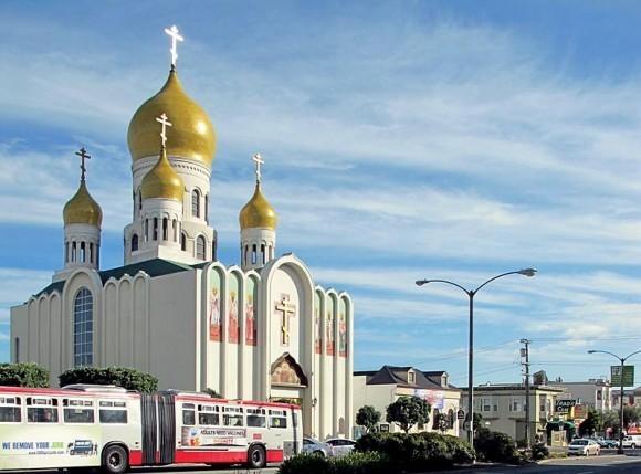 КафедКафедральный Собор Пресвятой Богородицы «Всех скорбящих радости» находится в русском районе Сан-Франциско