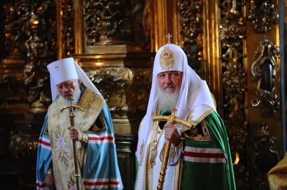 Святейший Патриарх Кирилл и Блаженнейший митрополит Владимир совершают молебен в киевском соборе Святой Софии